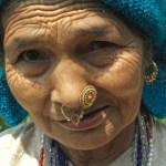 Kvinna med nässmycken. Yuksom