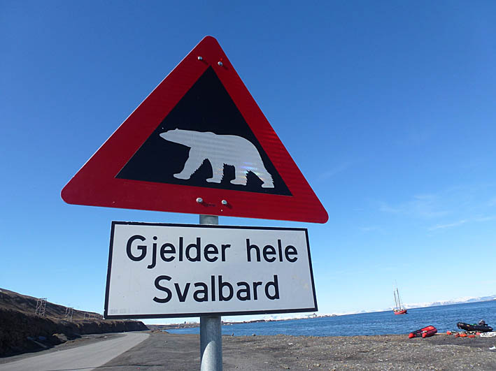 Varningsskylt. Longyearbyen