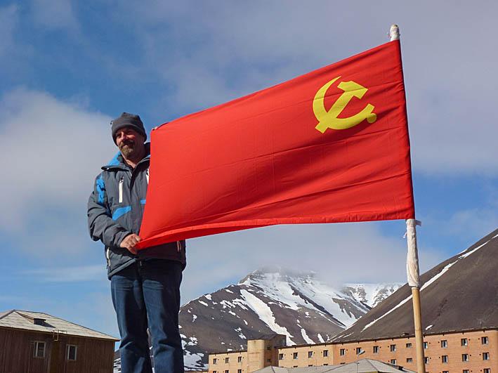 Sovjetflaggan. Pyramiden