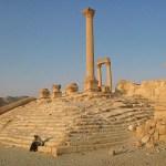 Nomadkvinna vid romerska ruiner. Palmyra (U)