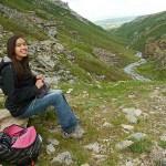 Hon satt och stickade i Denali National Park!