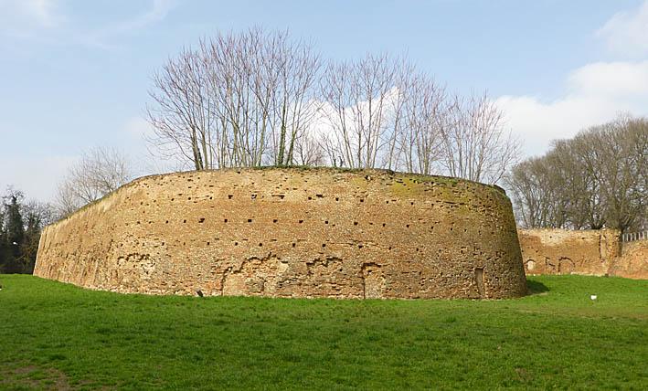Ferrara. Stadsmuren (U)