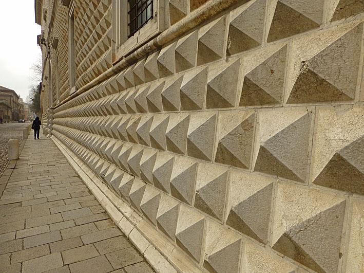 Ferrara. Palazzo di Diamanti (U)