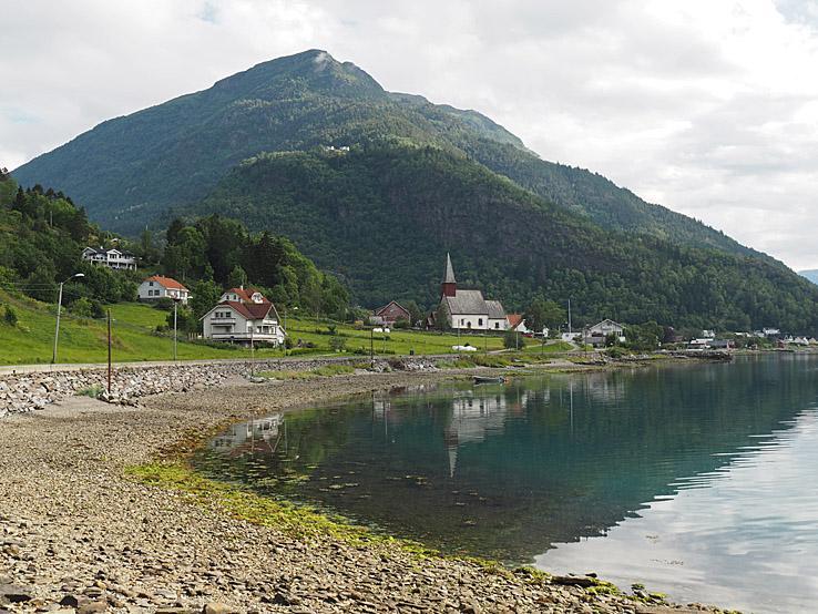 Gaupne. Lusterfjorden
