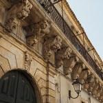 Balkongdekorationer. Palazzolo Acreide