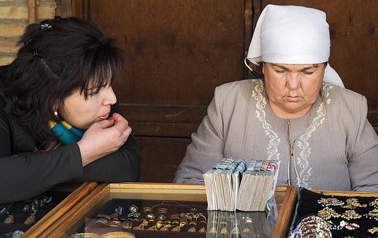 Affärerna verka gå bra! Kolla sedelbunten! Bukhara