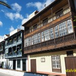 Gamla hus på Avenida Maritima. Santa Cruz
