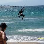 Kitesurfing är populärt. Kalamaki