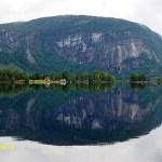 Sedan kör man längs Åraksfjorden. Setesdalen