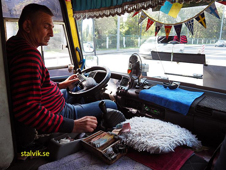På väg till Pyrohiv friluftsmuseum med lokalbuss. Kiev
