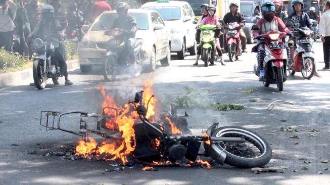 Ilustrasi kecelakaan sepeda motor. [Antara/Eric Ireng]