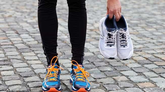 Ilustrasi sepatu lari. {Shutterstock]