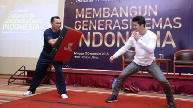 Iko Uwais memperagakan aksi beladiri di hadapan komunitas olahraga. (Doc Thunder 11 Martial Arts)