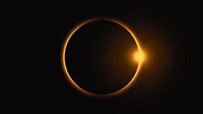 Gerhana Matahari Cincin. [Shutterstock]