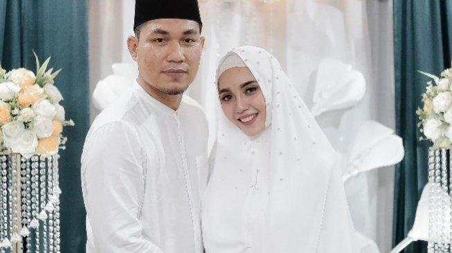 Rizal Armada dan istri, Monica Imas. [Instagram]