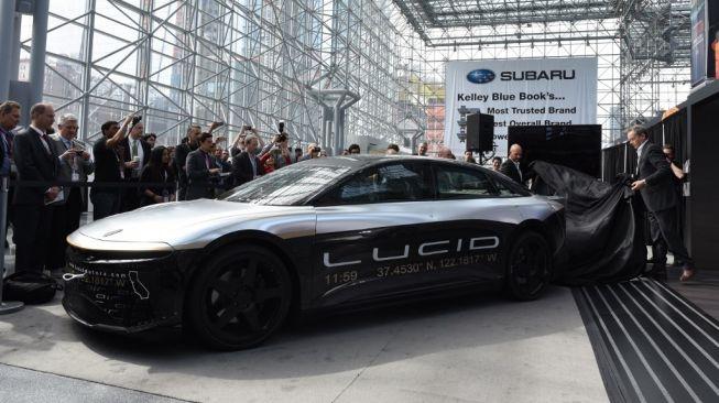 Tampilan perdana Lucid Air, sedan listrik Lucid Motors yang tampil di  New York International Auto Show, Javits Center, Amerika Serikat  [AFP/Timotius A. Clary].