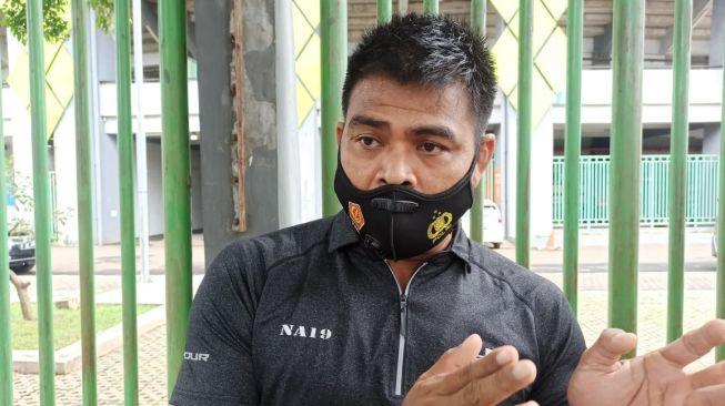 Mantan Pemain Timnas Indonesia Nuralim. Dia dilaporkan polisi atas dugaan penilpuan.[Suara.com/Imam Faisal]