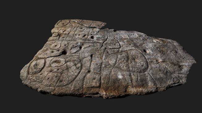 Каменные плиты бронзового века. [Independent]