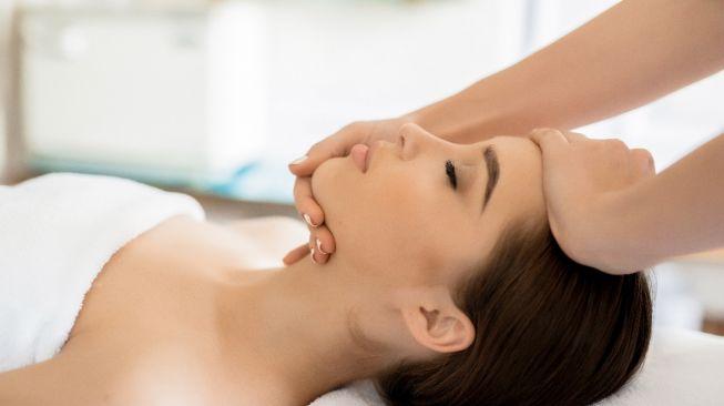 Ilustrasi perawatan kulit wajah (Elements Envato)