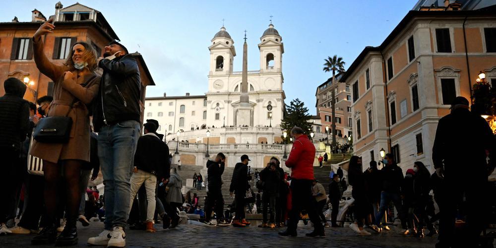 l italie confinee lundi table sur une