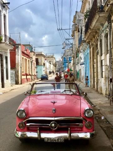 Granngatan från vårt boende i Havanna