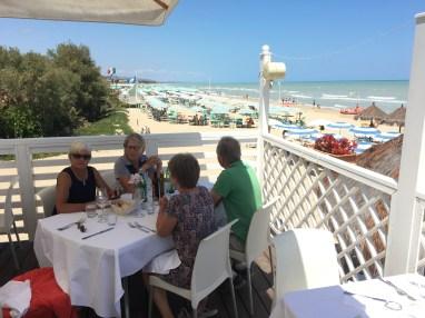 Lunchmiljö vid kusten