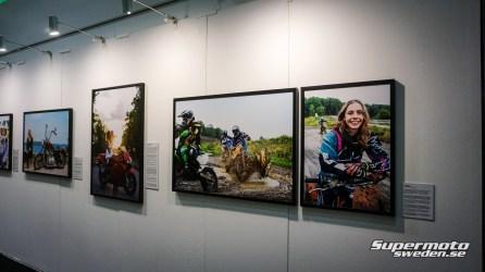 """Fotoutställning där man uppmärksammat kvinnliga förare, """"Moto Femme"""""""