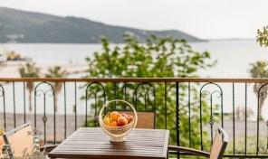 Izdavanje stanova – Luksuzno opremljen stan na obali mora – Herceg Novi, Zelenika