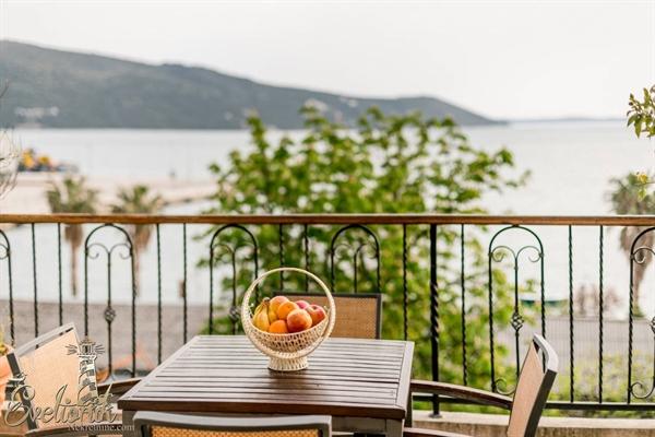 Dugorocno izdavanje stanova Herceg Novi - Luksuzno opremljen stan na obali mora - Zelenika