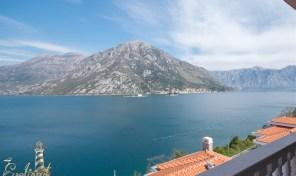 Luksuzan dvosoban stan sa panoramskim pogledom u zatvorenom kompleksu – Kostanjica, Kotor