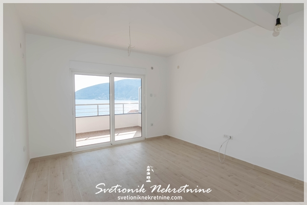 Dvosoban dupleks stan sa panoramskim pogledom na more Igalo