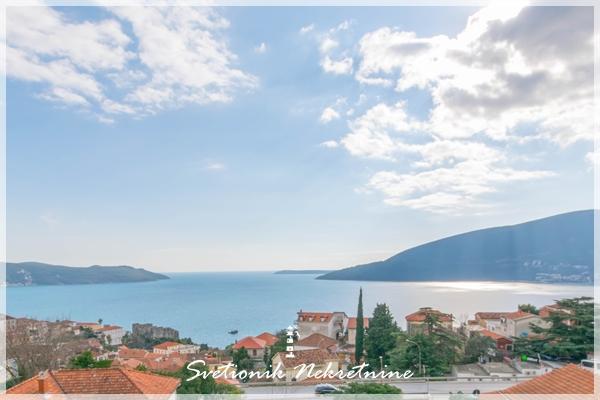 Stan sa panoramskim pogledom na more nedaleko od Kanli Kule - Herceg Novi