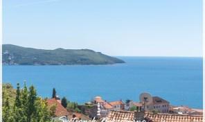 Kompletno renoviran dvosobanstan sa pogledom na more – Herceg Novi