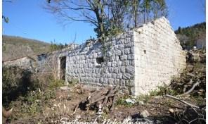 Kamena ruina na placu sa pogledom na more – Trebesin, Herceg Novi