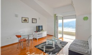 Kompletno opremljen i namesten jednosoban stan sa pogledom na more –  Topla, Herceg Novi