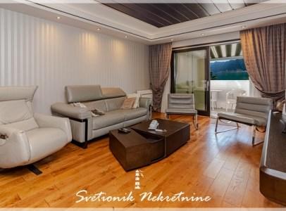 Prodaja stanova Kotor - Luksuzan dvoiposoban stan u prvom redu do mora, Dobrota