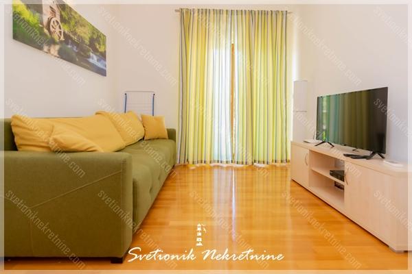 Prodaja stanova Herceg Novi - Luksuzan stan smesten u zatvorenom luksuznom kompleksu sa bazenom, Baosici