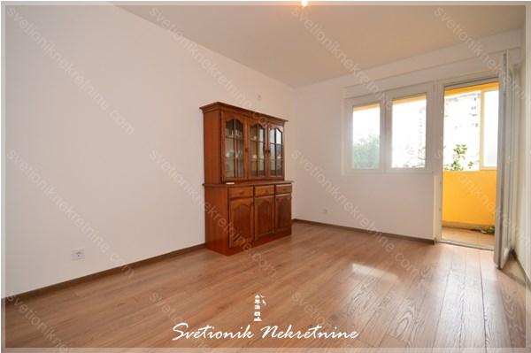 Prodaja stanova Herceg Novi - Renoviran dvosoban stan, Topla 1