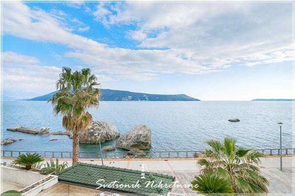 Prodaja stanova Herceg Novi - Dvosoban stan sa terasom i prelepim pogledom na more, Savina