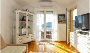 Dvosoban stan sa pogledom na more – Herceg Novi, centar