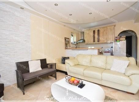 Prodaja stanova Herceg Novi - Kompletno opremljen dvosoban stan sa pogledom na more, Bajkovina - Igalo