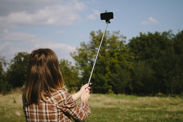 iPhone動画撮影のテクニック アイテム 自撮り棒