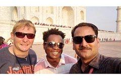 Avail No shopping Taj Mahal tour guide in multi languages