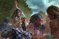 Celebrate Holi with Locals with Taj Mahal Tour from Delhi