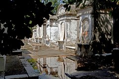 Lafayette Cemetery No. 1 - intimate walking tour
