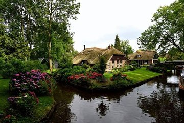 Giethoorn and Zaanse Schans Small-Group Day Tour
