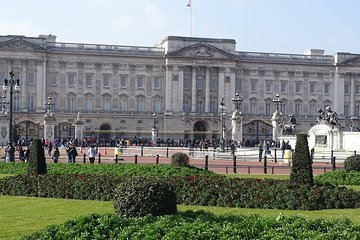 Amazing Buckingham Palace, St James's Palace, Hampton Court Palace Private Tour