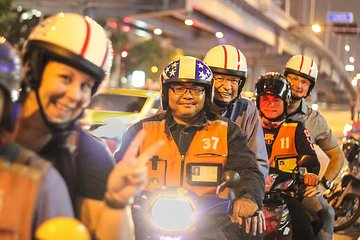Motorbike Amazing Nightlife Tour with Rattanakosin Island & Khao San Road