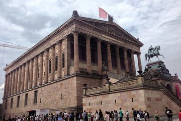 Skip-the-line Neues & Pergamon Museum + Berlin City Guided Tour - Private Tour
