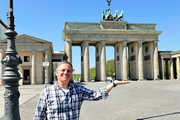 Group Walking Tour (1-20 people): 3 Hours Old-town, Brandenburg Gate and more...